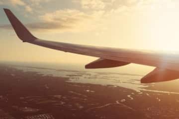 Transport Par Avion din America În România
